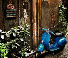 Blue Scoot Roma