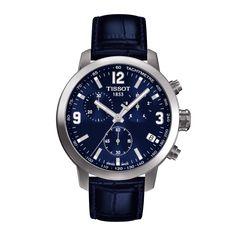 Die Tissot PRC 200 Quartz ist eine Sportuhr, die ihre Leistung im Zeichen von Schweizer Qualität und Handwerkstradition zu erschwinglichen Preisen erbringt. Diese Vorzeige-Quartzuhrenkollektion hat ein 316L - Edelstahlgehäuse mit verschraubter Krone und verschraubtem Gehäuseboden. Ein kratzfestes Saphirglas schützt die schönen Uhren, die Ihre Zeit mit Swiss Made Quartzwerken messen. Diese Chronographenversion hat neben einer Datumsanzeige ein blaues Lederarmband mit Butterfly-Faltschließe…