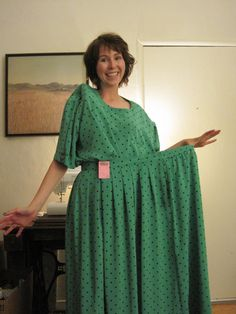 Big green dress refashion- It looks fantastic! Diy Clothes And Shoes, Clothes Crafts, Diy Clothing, Sewing Clothes, Shirt Makeover, Dress Makeover, Thrift Store Refashion, Ugly Dresses, Long Tops