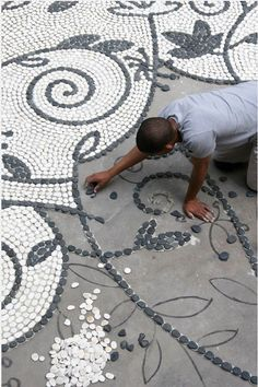 White Pebble Mosaic Pattern