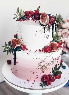 The Prettiest & Unique Wedding Cakes We've Ever Seen Need some inspiration for your cake design? Which style of cake should you choose? What should it taste like? The wedding cake style will. Elegant Birthday Cakes, Pretty Wedding Cakes, Wedding Cakes With Cupcakes, Elegant Wedding Cakes, Wedding Cakes With Flowers, Wedding Cake Designs, Pretty Cakes, Beautiful Cakes, Amazing Cakes