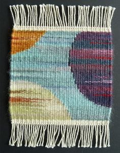 Textiles: Weaving, Fibre Arts etc. Helen Smith, Weaving Tapestry on Little Looms online class with R Weaving Textiles, Weaving Art, Weaving Patterns, Loom Weaving, Hand Weaving, Knitting Patterns, Tapestry Loom, Small Tapestry, Contemporary Tapestries