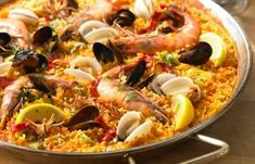Is there such a thing as perfect paella? Try this recipe for a delicious seafood paella! Spanish Dishes, Spanish Food, Spanish Cuisine, Spanish Recipes, Seafood Recipes, Cooking Recipes, Cooking Rice, Sauce Recipes, Brunch Recipes