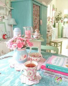 We love this pastel shabby chic look