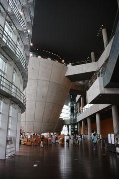 国立新美術館 THE NATIONAL ART CENTER-TOKYO (2) Kisho Kurokawa, Ludwig Mies Van Der Rohe, National Art, Japan Design, Nihon, Shopping Center, Architecture Details, Tokyo, Spaces