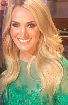 #Carrieunderwood Country Female Singers, Carrie Underwood Pictures, Just Amazing, Music Artists, Role Models, Pretty Woman, Carry On, Celebrities, Celebrity