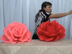 Elena Valy youtube - Giant crepe paper flowers (in Russian no subtitles but can follow visually)