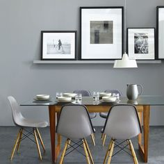 Grey Dining. photograph by David Britten. Paint from The Little Greene Paint Company Mid Lead. Grijs tinten Little Greene.