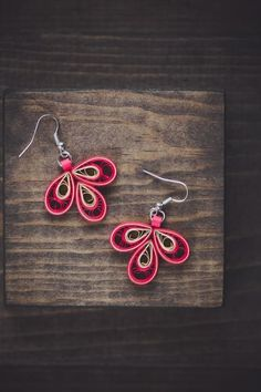These delicately hand-crafted earrings are made with red and gold colors . The earrings are paired with hypoallergenic hooks . These earrings are light weight and easy to wear. I use clear acrylic sealant to provide extra sturdiness to the jewelry. All the jewelry is made with eco-friendly and acid-free paper, so the color does not fade way or stick to skin. Dimensions: Length (with hook): 4.6 cms Width: 3 cms Paper Quilling Earrings, Paper Quilling Designs, Quilling Paper Craft, Quilling Patterns, Quilling Ideas, Paper Jewelry, Paper Beads, Jewelry Crafts, Quilling Techniques