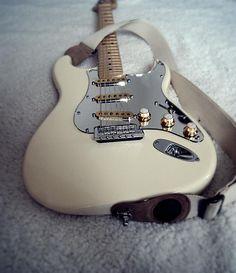 Mad Catz Rock Band 4 Wireless Fender Stratocaster Guitar Controller and Software Bundle for PlayStation 4 – White Fender Stratocaster, Gretsch, Rare Guitars, Fender Guitars, Gibson Guitars, Strat Guitar, Banjo, Fender Vintage, Vintage Guitars