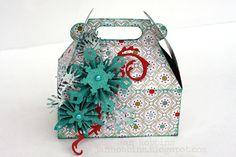 Jan Hobbins: Tim Holtz's Mini Snowflake Rosettes http://sizzixblog.blogspot.com/2012/11/die-cutting-paper-christmas-carry-all.html#