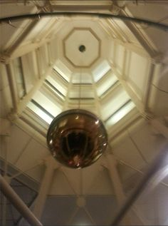 The Manchester Conference Centre had a very interesting Foucault Pendulum hanging from their ceiling, used to demonstrate the rotations of the Earth! Foucault Pendulum, Marketing Training, Training Courses, Manchester, Conference, Centre, Ceiling, Social Media, Earth