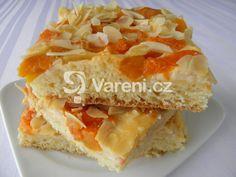 Recept na kynutý koláč se smetanovým pudinkovým krémem, meruňkami a mandlovými lupínky. Výborně chutná ke kávě nebo čaji. Sandwiches, Cakes, Cake Makers, Kuchen, Cake, Pastries, Paninis, Cookies, Torte