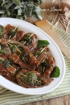 SALTIMBOCCA ALLA ROMANA Ricetta con foto passo passo Weird Food, Crazy Food, Antipasto, Japchae, Italian Recipes, Green Beans, Food And Drink, Beef, Vegetables