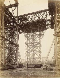 Construction de la Tour Eiffel. (14/01/1888).
