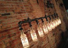 New Wine Old Bottles è un laboratorio artigianale che si trova in Ohio, USA, e che realizza delle belle lampade stile industriale utilizzando bottiglie ric