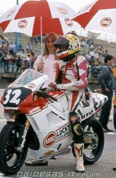 VALENTINO ROSSI raccolta foto thread - Pagina 47 - DaiDeGas Forum. valentino rossi cagiva mito 125 foto carriera motociclistica