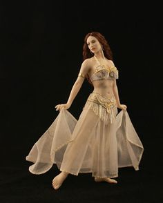 Maria Jose Santos, Carabosse Dolls - Sadie: odalisque inspired by American belly dancer Sadie Dollhouse Dolls, Miniature Dolls, Dollhouse Miniatures, Court Dresses, Fairy Dress, Tiny Dolls, Belly Dancers, Doll Face, Beautiful Dolls