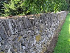 Summit Musings: Friday Fences - Dry Stone Fences of Kentucky Stone Retaining Wall, Stone Fence, Country Fences, Country Farm, Fence Wall Design, Limestone Rock, Types Of Fences, Fence Plants, Stone Masonry