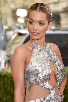 Met Gala 2016 Best Celebrity Hairstyles and Makeup: Rita Ora Rita Ora, Lara Stone, Sienna Miller, Lily Collins, Katy Perry, Silver Eyeshadow Looks, Beyonce, Cute Poses, Gala Dresses