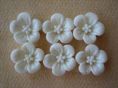 6PCS  Violet Flower Cabochons  13mm  Resin  White  by ZARDENIA, $3.00