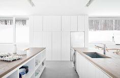 Maison Blue Hills par La SHED architecture, Morin-Heights, Québec. Photo : Maxime Brouillet. Source : v2com