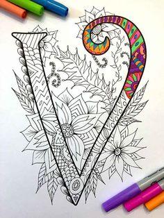 8.5 x 11 página para colorear de la letra mayúscula V - inspirada en la fuente Harrington PDF Diversión para todas las edades. Aliviar el estrés, o simplemente relajarse y divertirse con tus lápices de colores favoritos, plumas, acuarelas, pintura, pastel o lápices de colores. Imprimir en papel cartulina u otro papel grueso (recomendado). Arte original de Devyn Brewer (DJPenscript). Sólo para uso personal. Por favor, no reproducir o vender este artículo. CÓMO DESCARGAR LOS ARCHIVOS DIG...