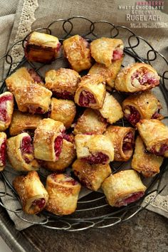 Feel like baking the ultimate treat? You must try this Raspberry, White Chocolate & Coconut Rugelach recipe. Great for entertaining! Just Desserts, Delicious Desserts, Yummy Food, Wontons, Cannoli, Churros, Macaroons, Cookie Recipes, Dessert Recipes