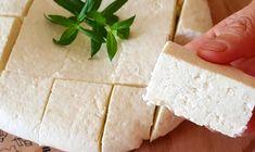 Pokud jste milovníci čerstvých sýrů, určitě vás osloví tento jednoduchý recept na sýr domácí. Jeho přidanou hodnotou je to, že neobsahuje žádné konzervační látky a vlastně vyjde ve výsledku i velmi levně. Hodit se bude jak na snídani, tak i na svačinu do práce. Feta, Dairy, Cheese
