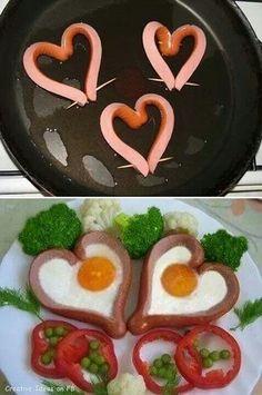 salchichas con huevos.