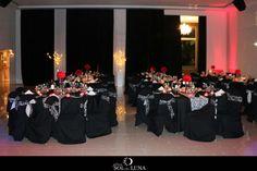 Sillones blancos Luis XV, arañas con caireles de cristal, mesas con rosas rojas y una sorpresa para cada invitado. Detalles que hacen a esta boda una velada llena de Romance & Elegancia. Mirá el álbum completo en nuestro Face Finca Sol & Luna.