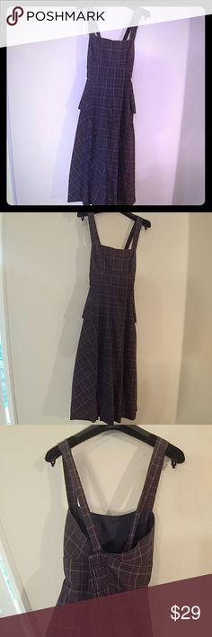 Sweet stylish dress Sara Jessica Parker all the way...pushes the chest up..makes your waist look tiny...straps are adjustable to cross or go straight.....I wore this with Manolos... new york Dresses