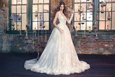Bohemian Wedding Gown Designer Galia Lahav showcases their new collection on Strictly Weddings.