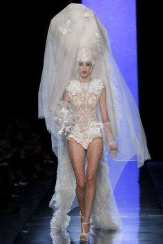 Le défilé Jean Paul Gaultier printemps-été 2014 haute couture http://www.vogue.fr/mariage/tendances/diaporama/les-robes-de-mariee-de-la-haute-couture-2/17268/image/926206#!le-defile-jean-paul-gaultier-printemps-ete-2014-haute-couture