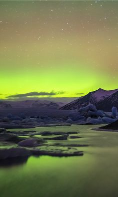 #Jökulsárlón, Islanda: uno dei 10 laghi 'da cartolina' più belli del mondo Northern Lights, World, Nature, Travel, Naturaleza, Viajes, Destinations, Nordic Lights, Aurora Borealis