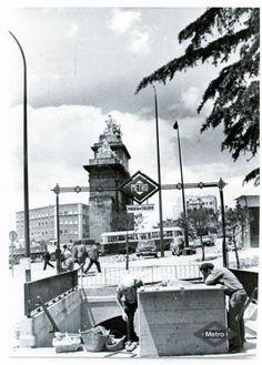 Acceso a la estación de Puerta de Toledo, Madrid, 1968.