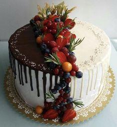 Save by Hermie Gateau Iga, Bolo Tiramisu, Brze Torte, Cake Cookies, Cupcake Cakes, Dessert Decoration, Cake Decorating Tips, Drip Cakes, Occasion Cakes