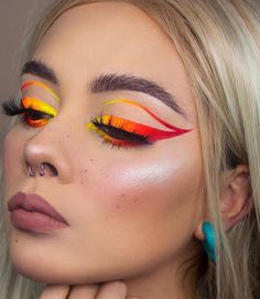 The neon cat eye look is everywhere. This makeup look is amazing but it can definitely be intimidating if you've never tried it before. If you're wanting to try the neon cat eye look but are Cute Makeup Looks, Makeup Eye Looks, Eye Makeup Art, Crazy Makeup, Glam Makeup, Pretty Makeup, Eyeshadow Makeup, Cut Crease Eyeshadow, Makeup Trends