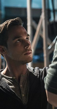 Mon-El photos, including production stills, premiere photos and other event photos, publicity photos, behind-the-scenes, and more.