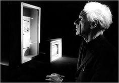 Joseph Cornell (24 de dezembro de 1903 - 29 do dezembro de 1972) foi um pintor e escultor norte-americano, um dos pioneiros e principais expoentes da arte chamada assemblage. Ele foi influenciado pelos surrealistas, e foi também um cineasta experimental Vanguard.