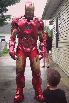 Este Iron Man, desquiciadamente idéntico que visita a niños pequeños: | 24 disfraces de Halloween que te harán voltear a ver dos veces