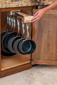 Kitchen Pots And Pans Storage Solutions Awesome storage idea for pots and pans in the kitchen.Awesome storage idea for pots and pans in the kitchen. Kitchen Pantry, New Kitchen, Kitchen Decor, Pantry Cabinets, Kitchen Small, Country Kitchen, Kitchen Interior, Decorating Kitchen, Smart Kitchen