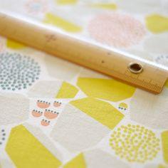 手刷りの生地「石垣」黄色 nocogou | 手刷りの生地から作る布雑貨「ノコゴウ」