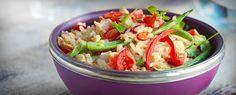 Tämän ruokalajin nimi on Hao Pad ja se on suosittu thaimaalainen klassikko. Voit keittää ja jäähdyttää riisin jo edellisenä päivänä.
