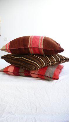 Moroccan Kilim pillow cover Stripes pink por lacasadecoto en Etsy