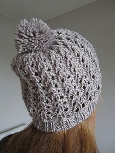 The matching cowl is also available in my Ravelry store :