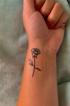 Hand Tattoos For Girls, Dope Tattoos For Women, Rose Tattoos On Wrist, Finger Tattoos, Simple Tattoos On Wrist, Womens Rose Tattoo, Rose Tattoo On Hand, Tattoos On Hand, Tatoos