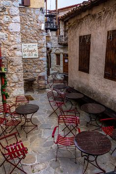 Cafe in Arachova, Thessaly n Continental Greece_ Greece Greece Tours, Greece Travel, Beautiful Islands, Beautiful Places, Places Around The World, Around The Worlds, Acropolis, In Ancient Times, Cafe Bar