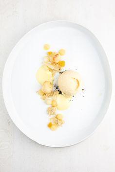 Leckeres Dessert aus einer Variation von Birnen mit Birnen-Sorbet, Birnen-Püree, Honigcrème und Weißbier-Sabayon. In Teilen nach Daniel Humm.