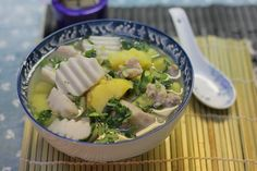 Một đĩa mướp xào thịt gà và bát canh khoai nấu thịt băm vừa đủ chất vừa tiết kiệm cho bữa cơm gia đình. -  Ngôi sao